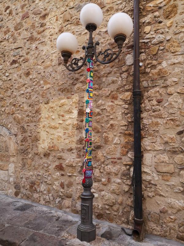 Lampione decorato per il tricot street art