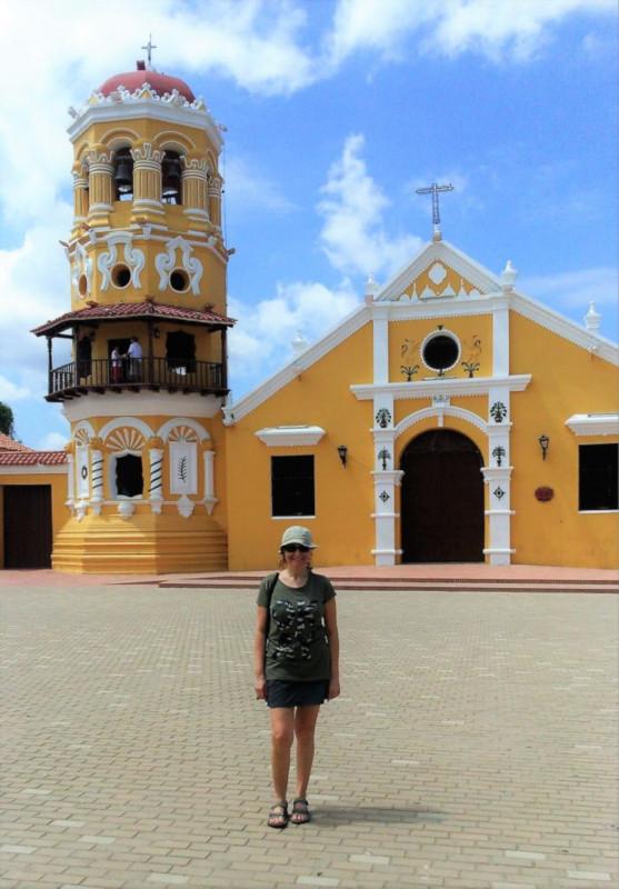 La chiesa gialla di Santa barbara di Mompox
