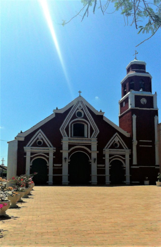 La chiesa marrone di San francisco a mompox