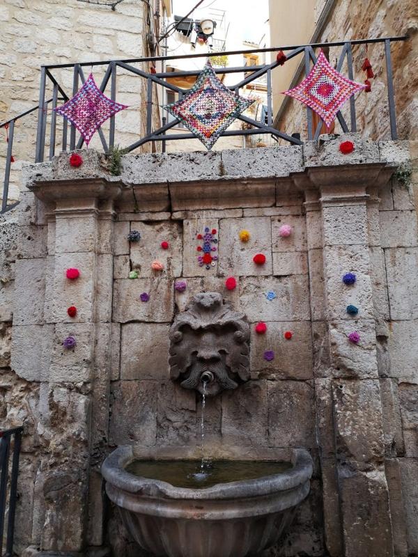 fontana decorata tricot street art petralia sottana