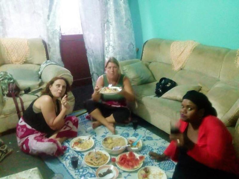 Mangiare a terra come le zanzibarine di stone town a Zanzibar