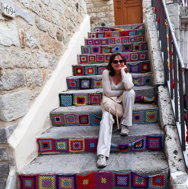 scalinata decorata per lo tricot street art di petralia-sottana