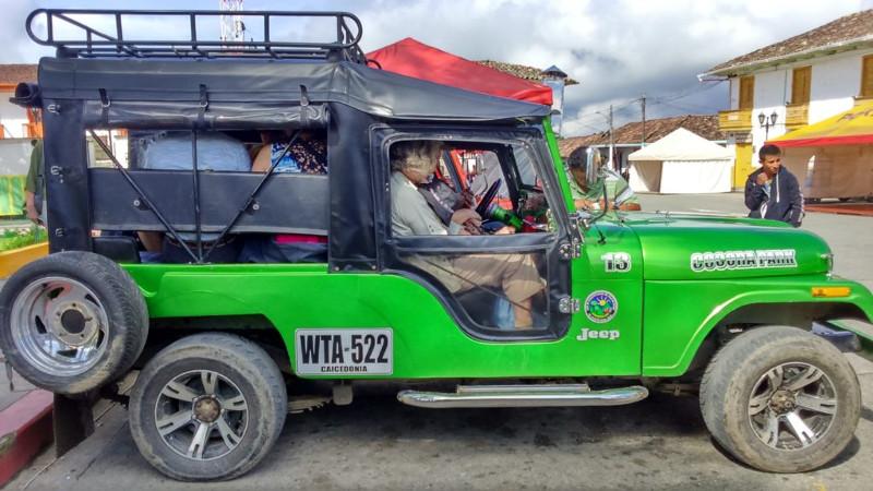 Le Willis le jeep dalla piazza di Salento