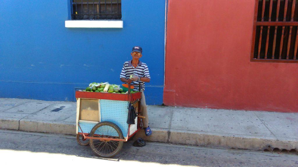 Venditore ambulante di mango di Cartagena