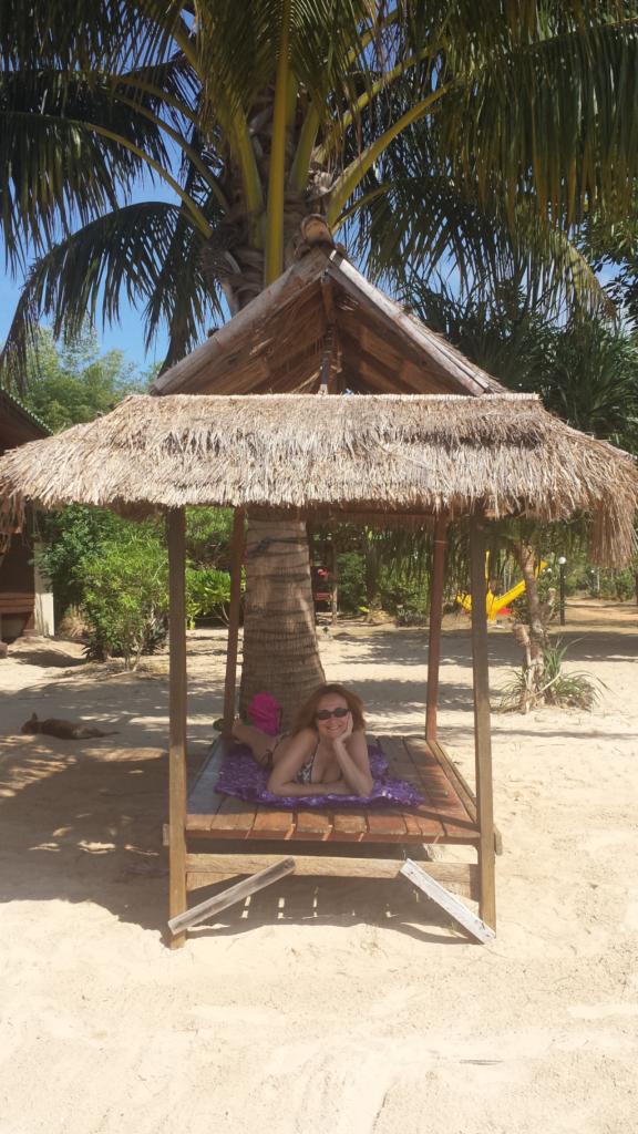 massaggio sulla spiaggia di koh mak