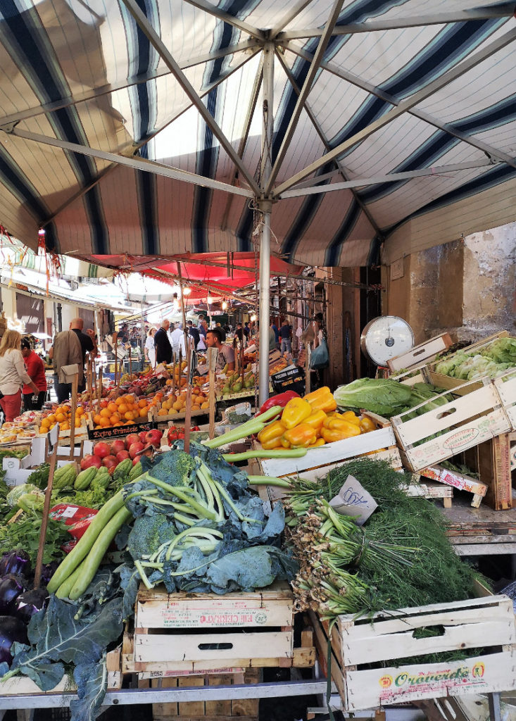 Banco di ortaggi al mercato del Capo