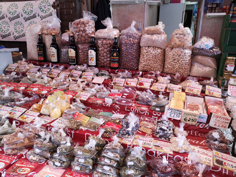Banco di spezie del mercato del Capo