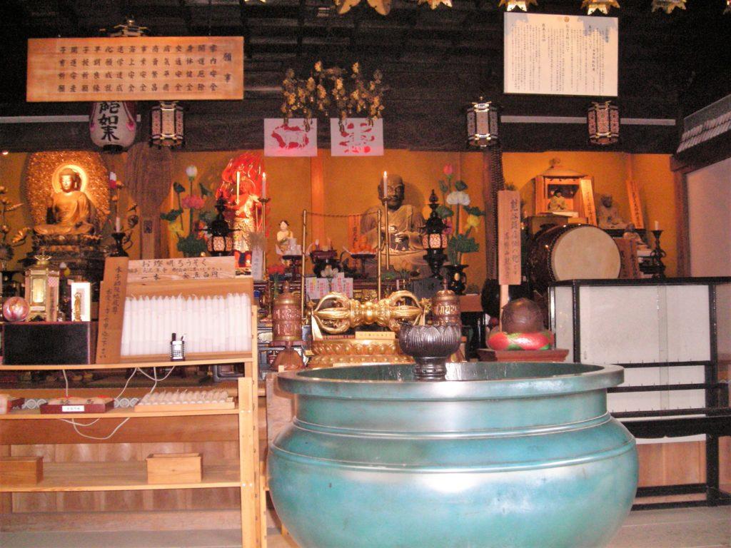 La sala della cerimonia del tempio buddista di Shojoshin-in