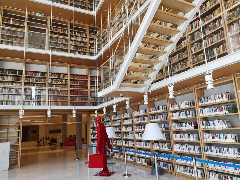 La biblioteca nazionale dello stavros foundation center