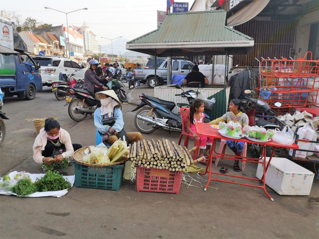 Il mercato di Pakse città del Laos