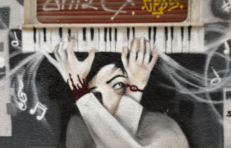 Un murales di un pianoforte