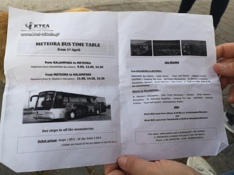 Orari del bus pubblico che parte dalla piazza principale di Kalambaka