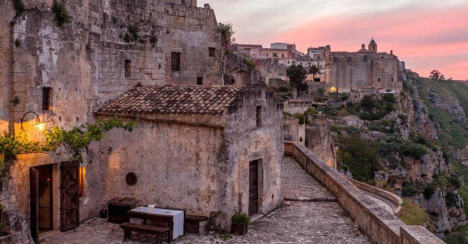 L'esterno dell'hotel grotte di Matera