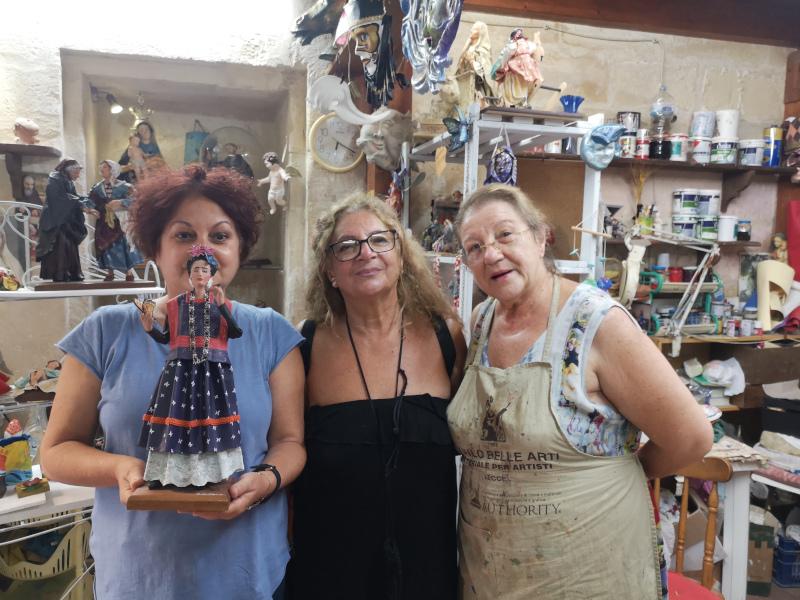 Frida creazione della bottega La Cartapesta