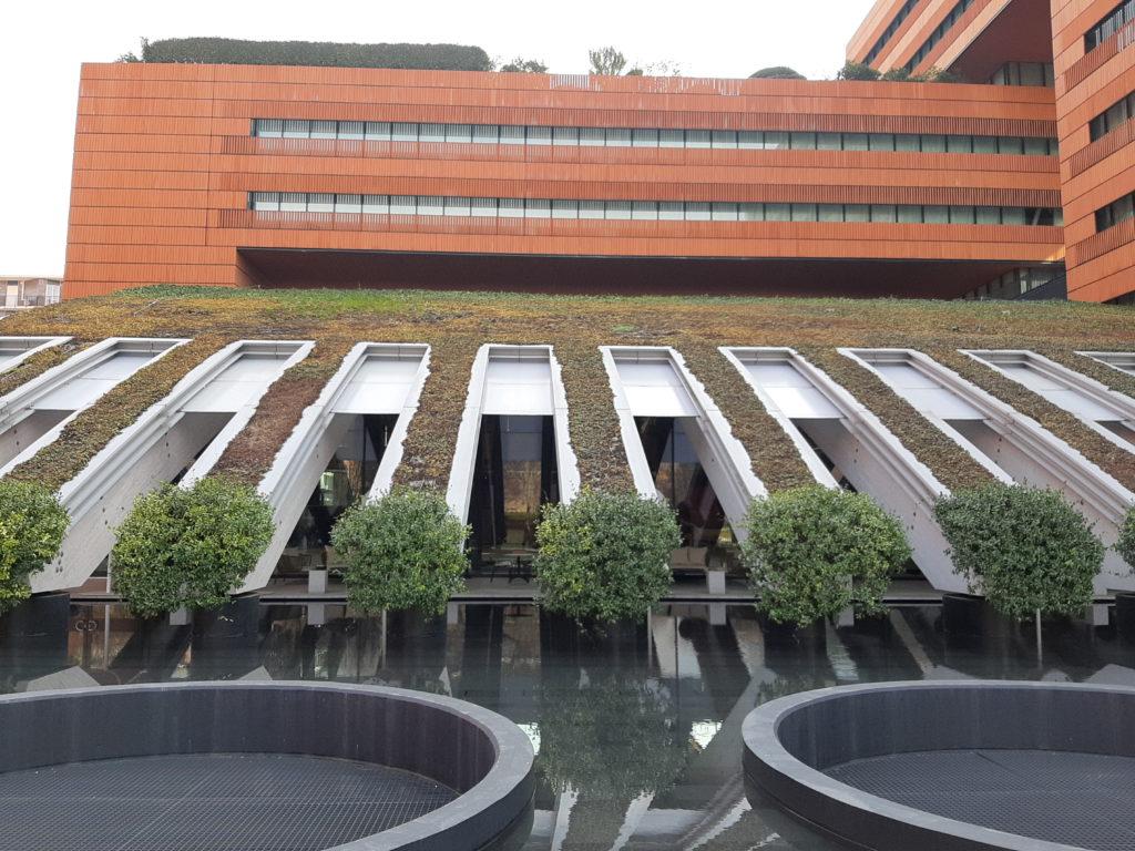 L'esterno della galleria campari di Milano