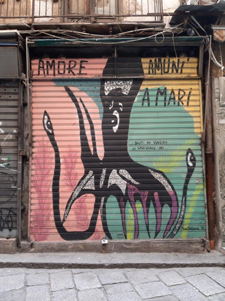 La saracinesca di un negozio del marcato della Vucciria colorata da opera di street art alla Vucciria'arte