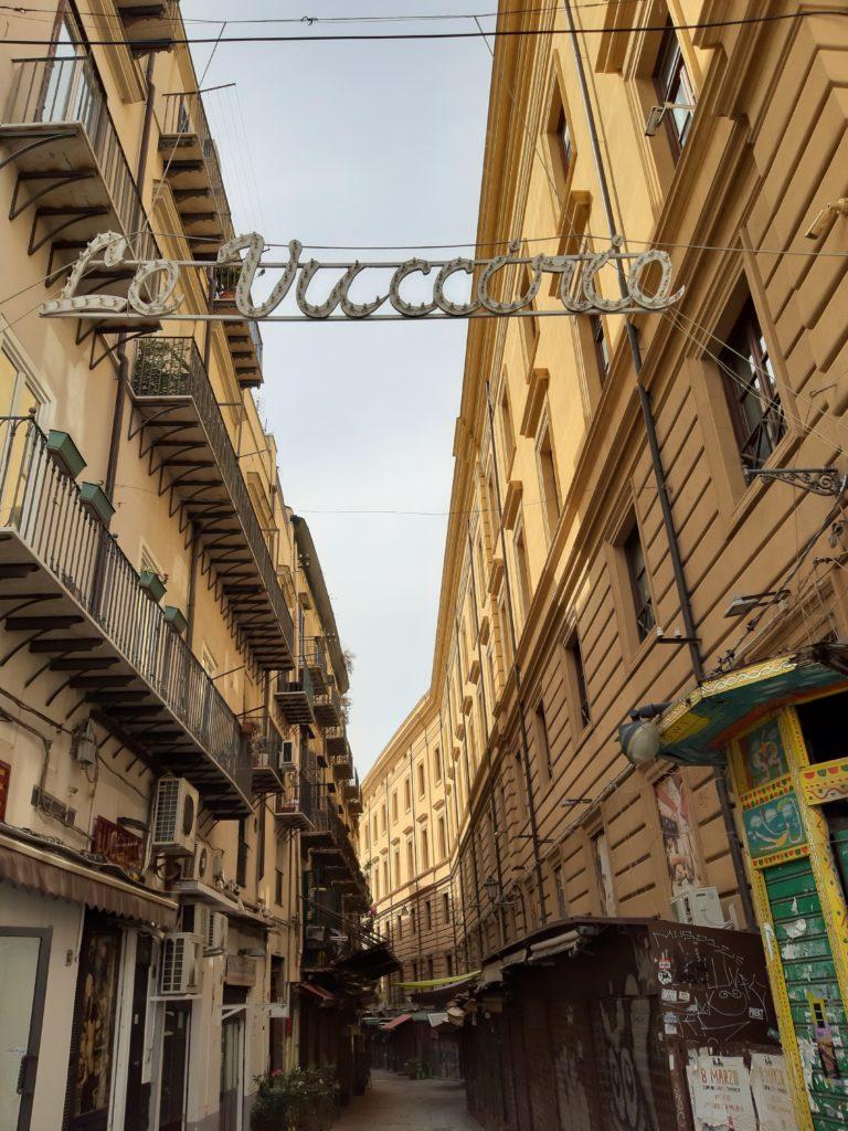 Ingresso del mercato della Vucciria di Palermo