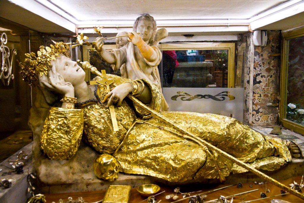 Statua Santa Rosalia all'interno del Santuario