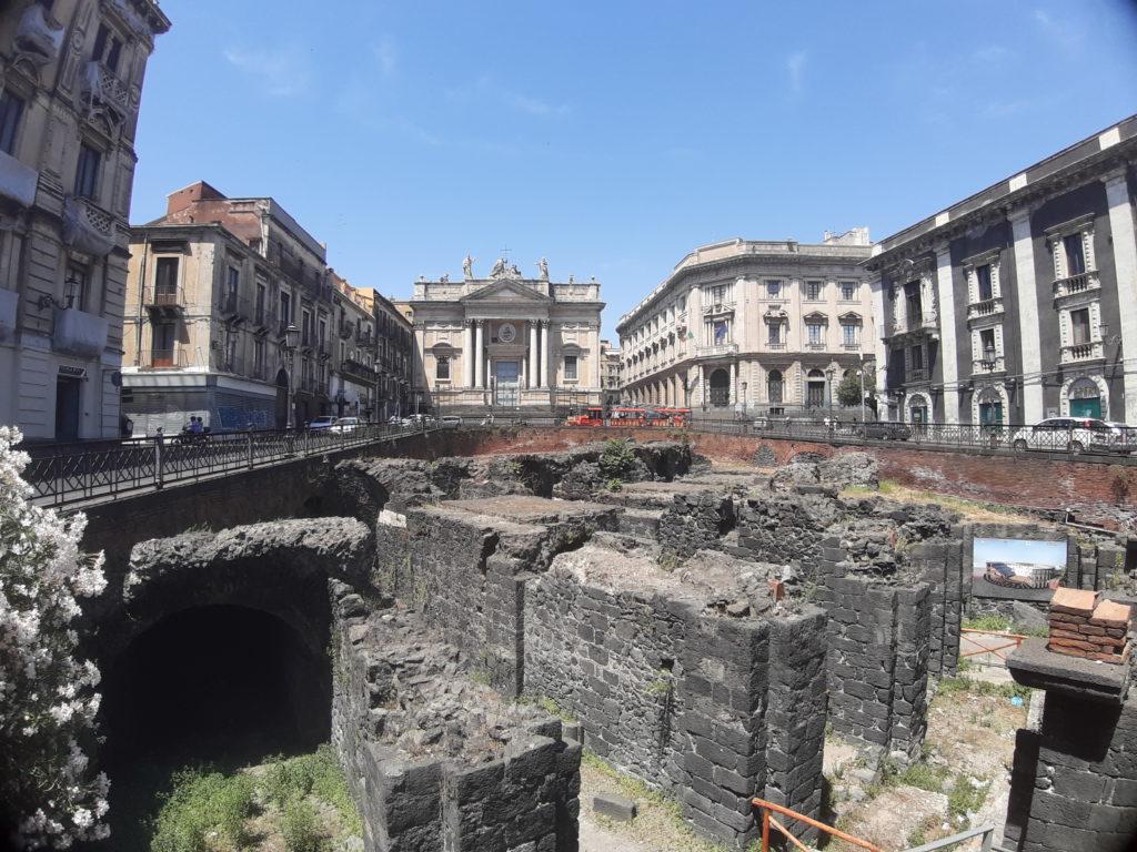 Anfiteatro Romano e chiesa di San Biagio