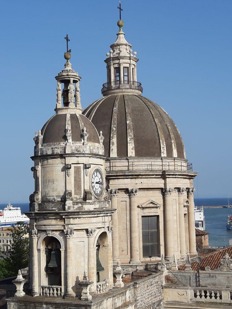 Dalla cupola della Badia di Sant'Agata il Duomo di CataniapanoramaAA