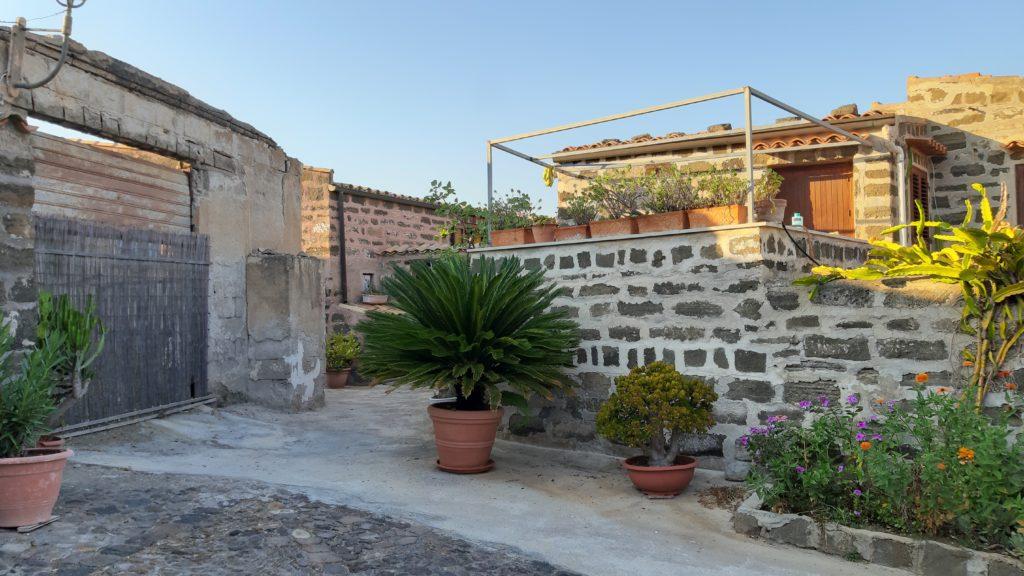 Le vecchie case di pietra di Usticae antiche La parteLE Ustica