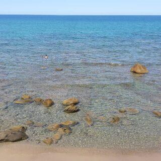 Questo é un capolavoro della natura. Quanta bellezza e poesia, amo il mare, la mia terra. Mi arrabbio, la disprezzo, la odio a volte ma il richiamo é forte , quando sono lontana mi manca Sono una cittadina del mondo ma la mia