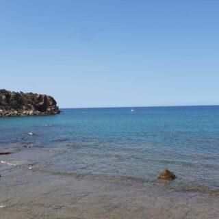 Cefalù a settembre, meraviglia. Spiaggia deserta e mare cristallino. Voi dove siete ? Taggate le vostre foto con #ripartodaunviaggio #mareasettembre #sicilia_bestphoto #damestravel #vacanzaperfetta #travelblogger #sicilia_cartoline #relaxtime #sicily